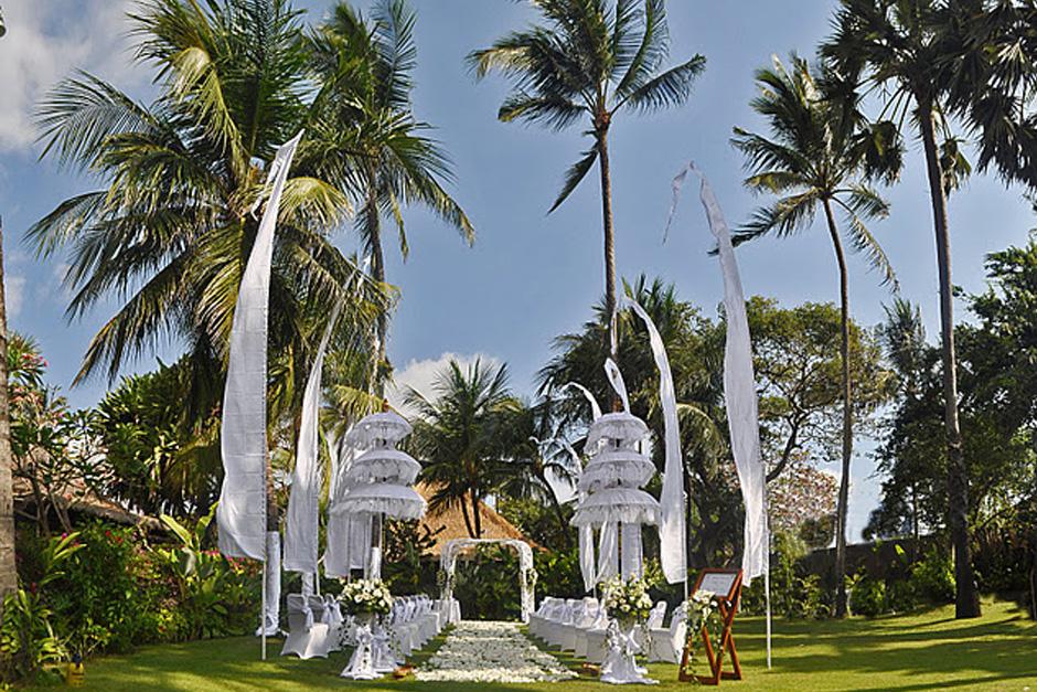 Photo Four Season Jimbaran Garden wedding 02